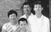 Ngày 5/9/1997, ngày tôi rời gia đình đi nhập học ở khoa Toán trường Đại học  Bắc Kinh. Ngọn khói bếp dài cất lên từ trên nóc ngôi nhà nông dân cũ ...