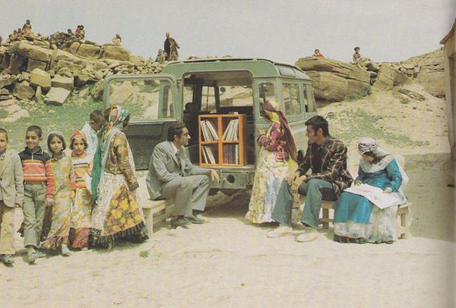 Xe sách lưu động ở Kurdistan, Iran năm 1970.