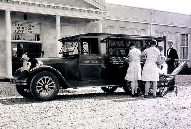 Thư viện lưu động ở quận Multnomah, bang Oregon, Mỹ năm 1926.