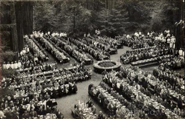 Quang cảnh buổi họp tại rừng Bohemia