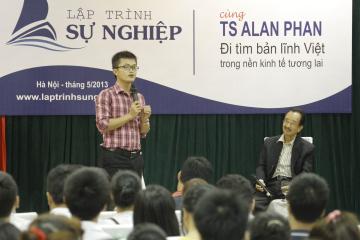 Làm moderator trong buổi đối thoại giữa SV Hà Nội với Alan Phan. Không thích cái tên chương trình lắm, nhưng cũng vui