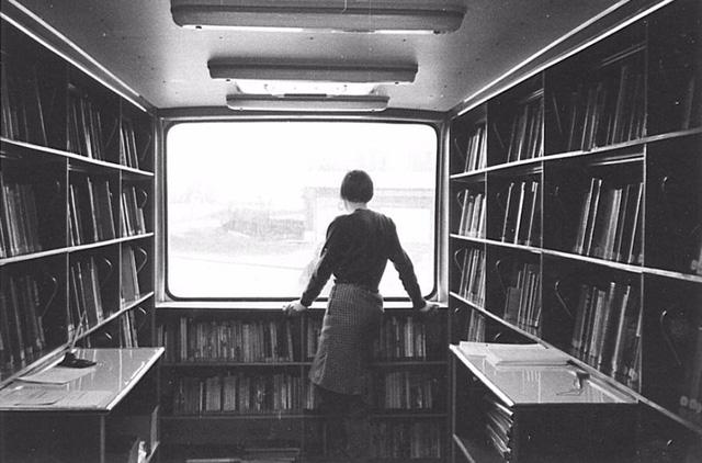 Những chuyến xe sách ở Châu Âu thập niên 1960 có thiết kế trang nhã.