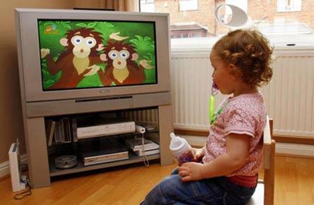 Sở dĩ các chuyên gia cho rằng việc xem ti vi có ảnh hưởng xấu đến trẻ là do 4 nguyên nhân dưới đây: