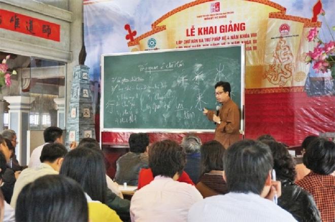 PGS nói về đề xuất dạy chữ Hán:Sao bắt con em ta học tử ngữ? - Ảnh 1.