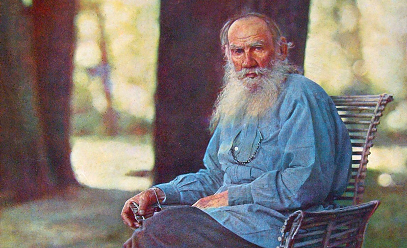 Leo Tolstoy at his estate, Yasnaya Polyana, in 1908. (Ảnh:wiki)