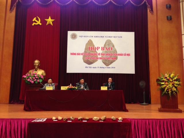 Toàn cảnh buổi công bố kết quả khảo cổ học sơ kỷ thời đại Đá cũ ở Việt Nam. Ảnh:HTL.