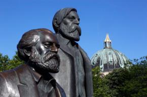 Hai nhà kinh điển của Chủ nghĩa cộng sản: Karl Marx và Friedrich Engels.