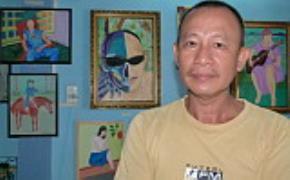 Nhà thơ Bùi Chí Vinh bên phòng tranh riêng