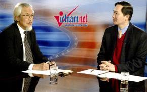 """Ông Nguyễn Trung (trái) đang tham gia Bàn tròn trực tuyến """"Đột phá giành thời cơ vàng"""". Ảnh: Phạm Hải"""