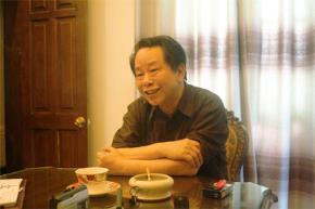 Ông Nguyễn Trần Bạt đối thoại với sinh viên Học viện Ngoại giao