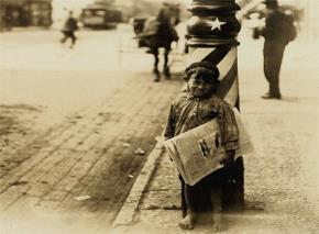 Trẻ con nghèo các nước bán báo?
