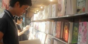 truyện ngôn tình đã phủ rộng ở khắp các thành phố từ Bắc đến Nam. Từ nhà sách, tiệm sách cũ đến các trang mạng...