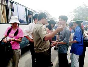 Về sự biến đổi mối quan hệ giữa cá nhân - xã hội và những suy nghĩ xây dựng con người Việt Nam trong giai đoạn mới