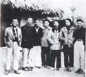 Văn nghệ số 49  Các trí thức trong kháng chiến tại Thanh Thuý (Phúc Thọ) năm 1948.