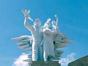 Ảnh: Tượng đài liệt sĩ Nghĩa trang đường 9