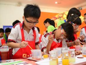 """Các học sinh tiểu học ở TP.HCM tham gia chương trình Thí nghiệm cho bé (BASF Kids"""" lab) do Công ty BASF (Đức) tổ chức. Đây là chương trình giúp các em tìm hiểu khoa học bằng những thí nghiệm đơn giản - Ảnh: Đỗ Kim Chung"""