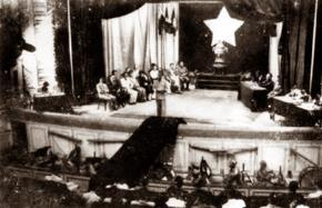 Chủ tịch Hồ Chí Minh đọc lời tuyên thệ sau khi Chính phủ kháng chiến được thành lập tại kỳ họp.