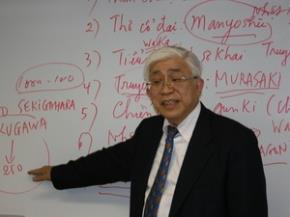 Giáo sư Đào Hữu Dũng nói chuyện về văn học Nhật Bản tại Nhà văn hóa châu Á, quận Bunkyo, Tokyo