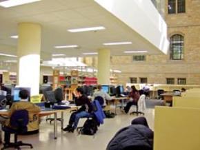 Nhiều thư viện đại học Mỹ đều thực hiện công tác số hóa sách in để bảo quản và dễ truy xuất