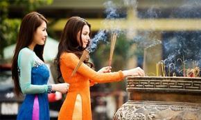Văn hóa lễ chùa chẳng giống ai của người Việt