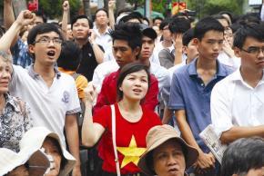 Người dân TPHCM tuần hành phản đối Trung Quốc xâm phạm vùng đặc quyền kinh tế và thềm lục địa của Việt Nam. Ảnh: Thanh Quang