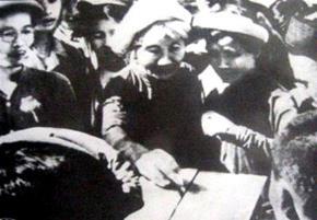 Nhân dân Hà Nội bỏ phiếu bầu QH khóa 1. (Ảnh: Tư liệu)