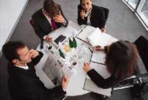 Phương pháp vận dụng trí tuệ tập thể để giải quyết các vấn đề phức tạp trong công việc