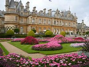 Một căn nhà của gia tộc Rothschild, Lãnh địa tại Waddesdon, Buckinghamshire, được hiến tặng từ thiện bởi gia đình năm 1957