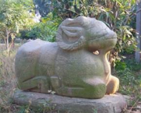 Tượng cừu trên mộ bia Sĩ Nhiếp