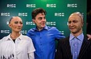 Những công dân robot đầu tiên của loài người