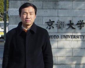 Bác sĩ Peng Zhiyong, giám đốc y học cấp tính tại Bệnh viện South Central Đại học Vũ Hán
