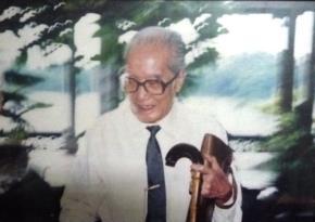 GS.Vũ Đình Hòe (1912-2011), luật sư, nhà báo,  Bộ trưởng Bộ Giáo dục đầu tiên, cũng là một trong những giáo sư đầu tiên của nền giáo dục Việt Nam