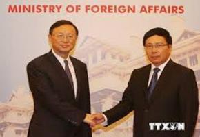 Phó Thủ tướng Phạm Bình Minh (bên phải) tiếp Ủy viên Quốc vụ viện Trung Quốc Dương Khiết Trì. Ảnh : TTXVN