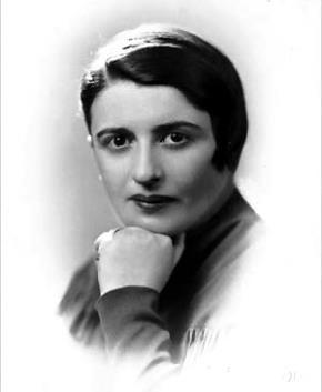 Ayn Rand (1905-1982) là một nhà tiểu thuyết và triết gia quốc tịch Mỹ sinh tại Nga.