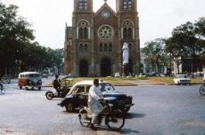 Nhà thờ Đức Bà năm 1965. (Ảnh tư liệu, nguồn: tuoitrecuoi.com)