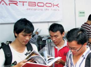 Có người nói cơn khát tư tưởng học thuật ở Việt Nam đang cần đến một chục ông Bùi Văn Nam Sơn. Ảnh: Nguyễn Vĩnh Nguyên