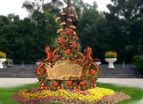 Mô phỏng Chiếu dời đô đặt trước tượng đài Lý Thái Tổ.