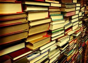 Sách của ai?
