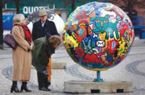 Trong những ngày này, du khách đến Copenhagen đã thấy những biểu tượng chào mừng hội nghị. Ảnh: Reuters