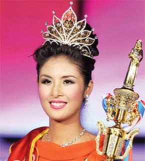 Vụt sáng trong phần thi ứng xử, cô gái Hà Nội Ngọc Hân đã trở thành tân chủ nhân của vương miện Hoa hậu Việt Nam 2010.