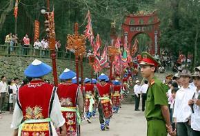 Thói hư tật xấu của người Việt: Tình trạng dung tục ở các Lễ Hội