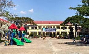 Trường tiểu học Bình Chánh - nơi có một nữ giáo viên phải quỳ xin lỗi phụ huynh vì phạt bắt các học sinh quỳ. Ảnh: Hoàng Nam.