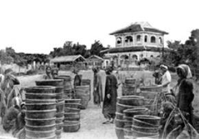 Nền thương nghiệp rất sơ khai của người Việt đầu thế kỷ 20. Trong ảnh: chợ gạo ở Lái Thiêu. Ảnh: TL