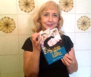 Nữ tác giả Elena Pucillo Trương cùng tác phẩm bằng tiếng Ý