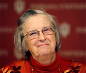 Bà Elinor Ostrom, chủ nhân (một nửa) giải Nobel kinh tế 2009 - Ảnh: Reuters