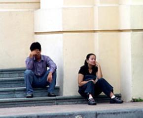 Thói hư tật xấu của người Việt: Co mình trong hủ lậu, Văn nặng về đùa giỡn, Lười và hay nói hão