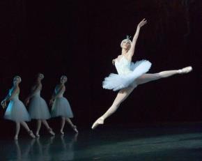 """""""Hồ thiên nga"""" - ballet cổ điển trên nền giải trí hiện đại"""