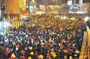 Hàng nghìn người đến chùa Phúc Khánh (Hà Nội) cầu an