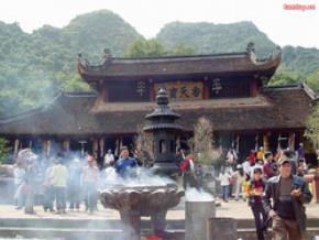 Lễ hội Chùa Hương được tổ chức hàng năm. Ảnh: tamtay.vn