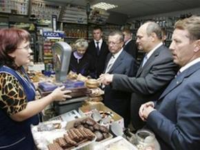 Ông Viktor Zubkov (thứ ba từ phải qua) thăm chợ trong chuyến thị sát Penza (cách Matxcơva 650km).